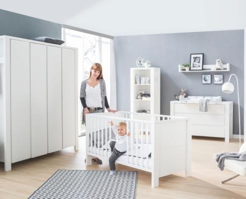 Kinderzimmer Milano Weiß mit Schrank 4 Türen und extra breiter Wickelkommode